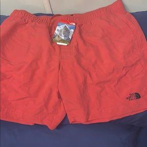 Men's North face size medium in NWT shorts